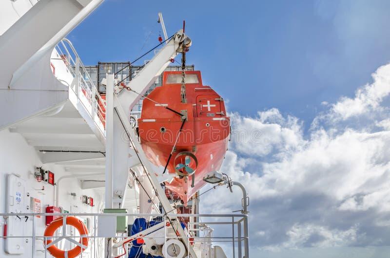 Rettungsboot auf dem Schiff lizenzfreie stockbilder