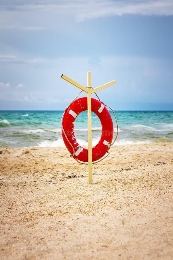 Rettungsleine auf dem Strand lizenzfreie stockbilder