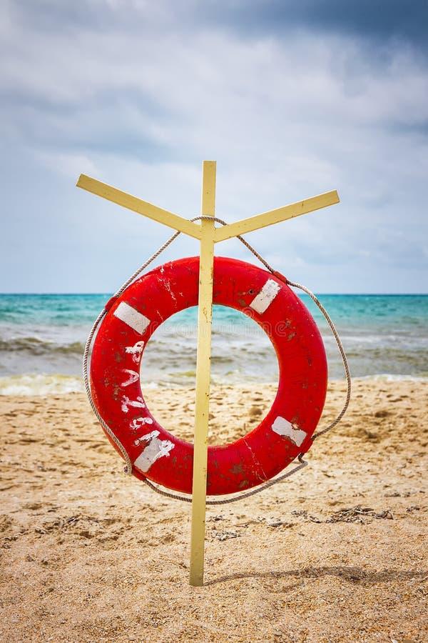 Rettungsleine auf dem Strand lizenzfreie stockfotos