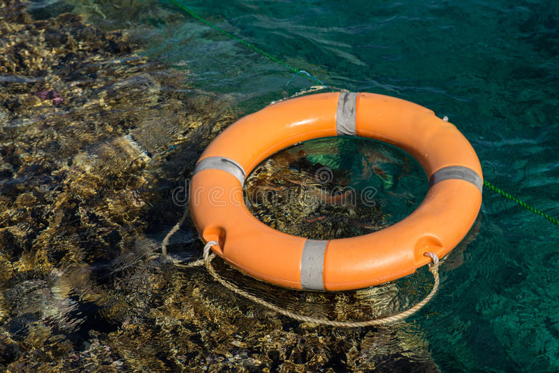 Rettungsleine im Roten Meer nahe Korallenriff lizenzfreies stockfoto