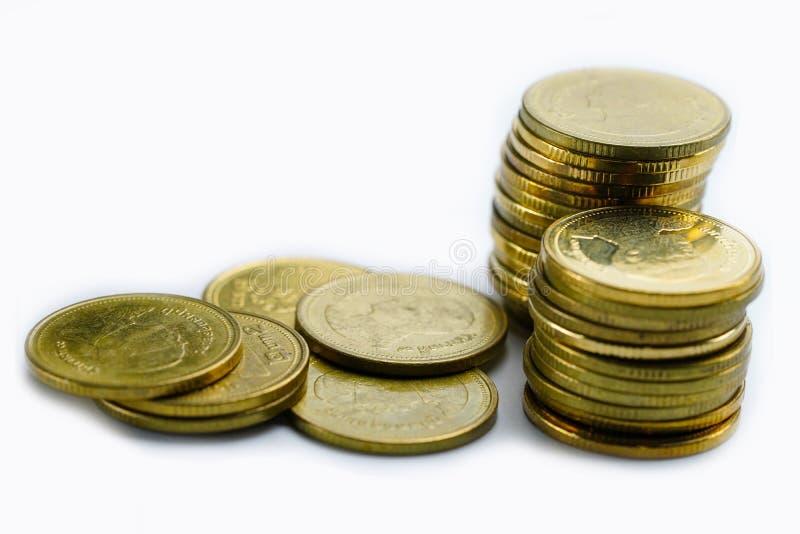 Rettungsstapelmünzengeld auf weißem Hintergrund Finanzierung, Konto, Statistiken, analytische Forschungsdatenwirtschaft, stockfoto