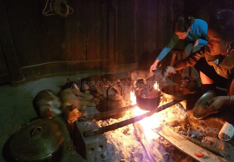 Returnera av den Hmong stammen i Vietnam arkivfoto