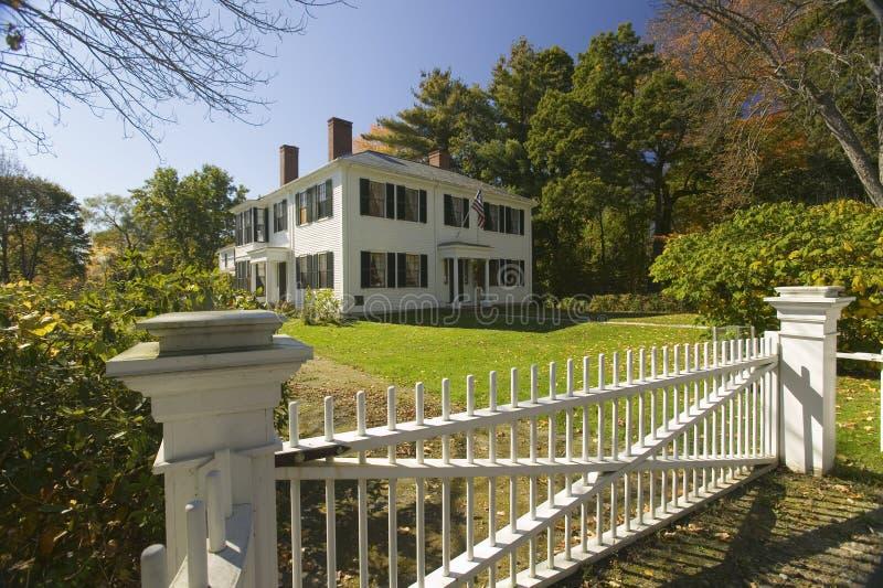 Returnera av författaren och transcendentalisten, Ralph Waldo Emerson, i historisk harmoni, Massachusetts, New England royaltyfri bild