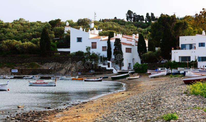 Returnera av Salvador Dali på den medelhavs- kusten Cadaques arkivfoton