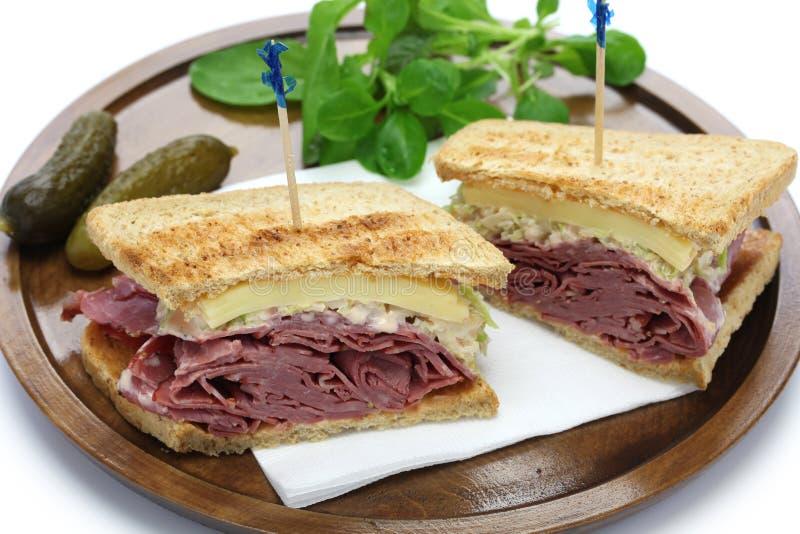 Reuben smörgås, pastramismörgås arkivbild