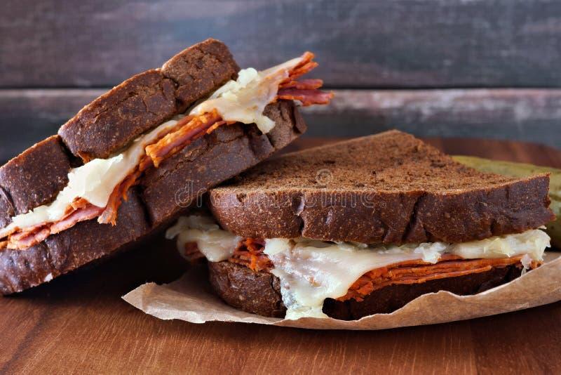 Reuben smörgåsar som staplas med lantlig wood bakgrund fotografering för bildbyråer