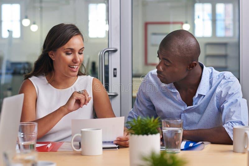Reunião africana do homem de negócio fotografia de stock royalty free
