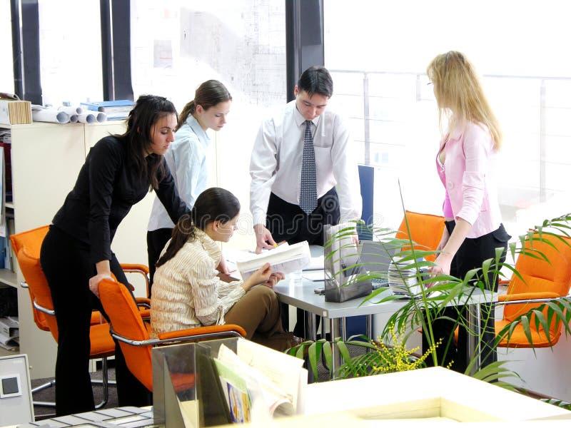Reunião da equipe de funcionários imagens de stock royalty free