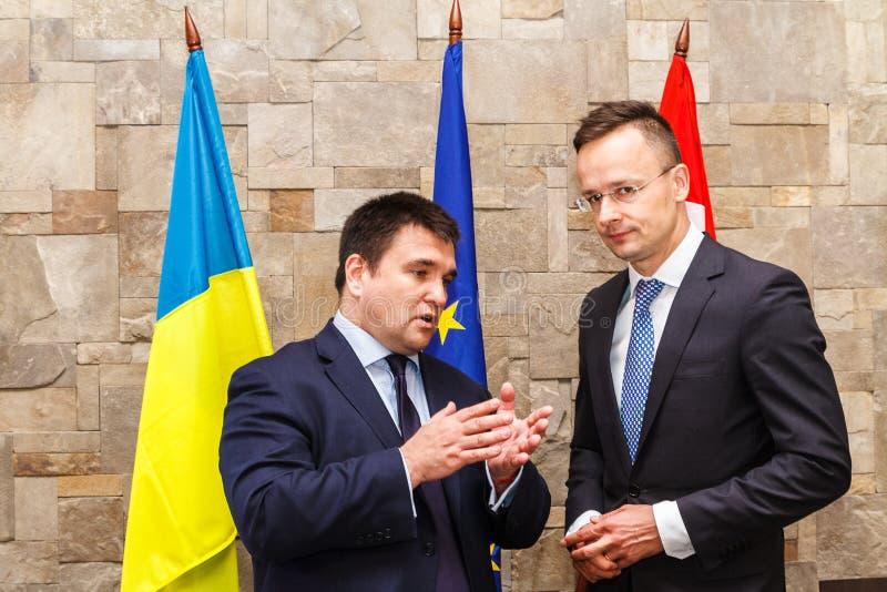 Reunião de Ministros dos Negócios Estrangeiros de Ucrânia e de Hungria imagem de stock