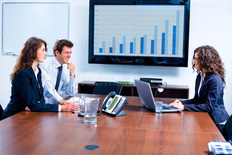 Reunião de negócio no quarto de placa imagem de stock
