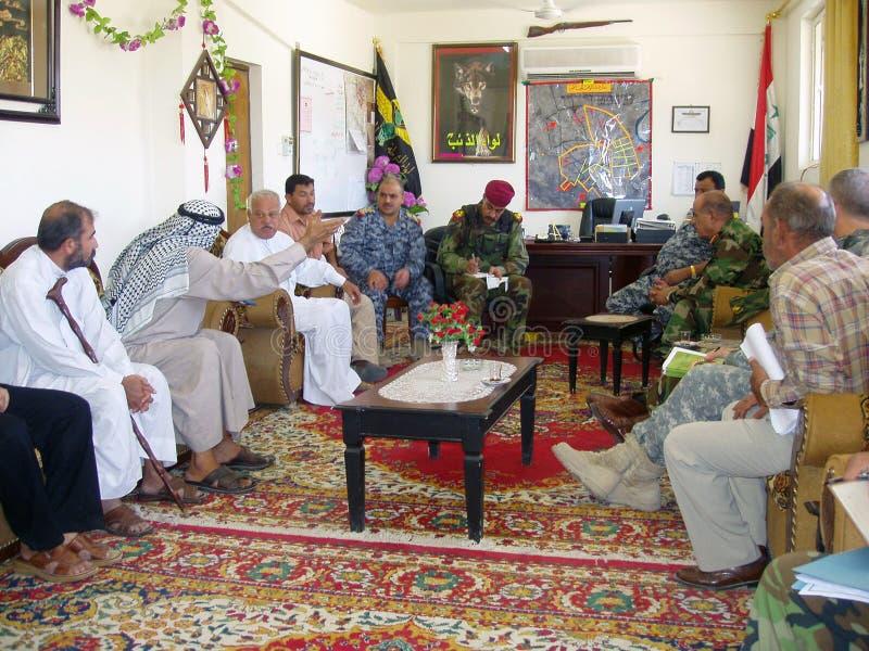 Reunião do conselho com o comandante de polícia nacional fotografia de stock