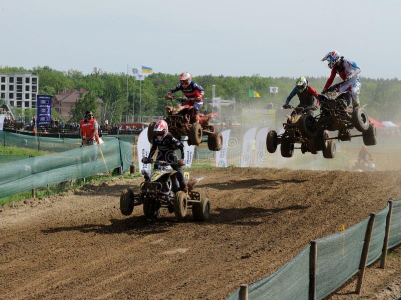 Reunião do motocross da equitação da bicicleta do quadrilátero que compete a competição fotografia de stock royalty free