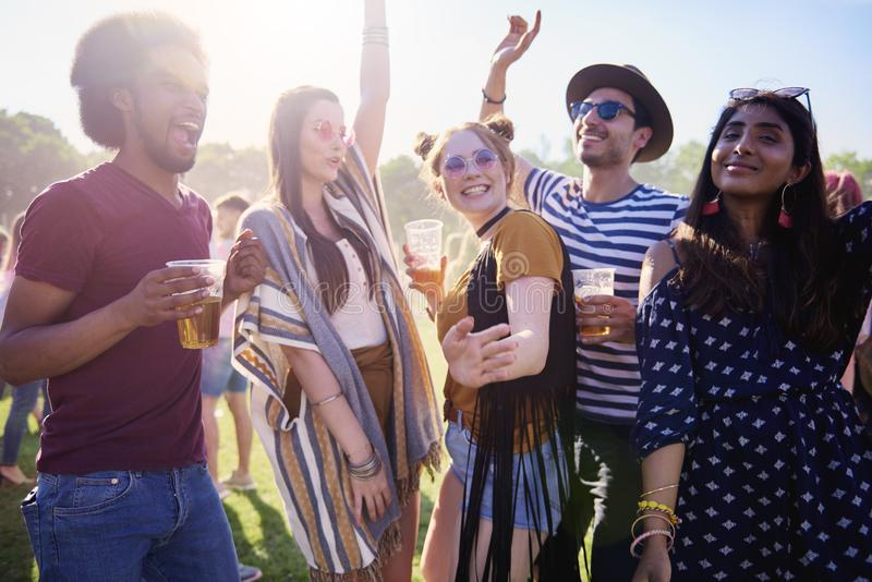 Reunião dos melhores amigos no partido fotografia de stock royalty free