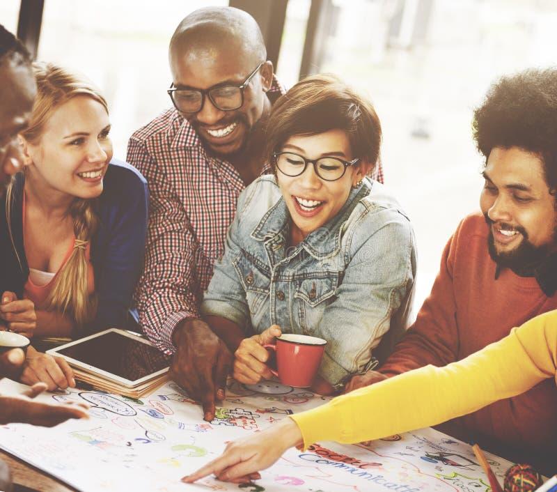 Reunião dos trabalhos de equipa que conceitua o conceito social de uma comunicação imagens de stock royalty free