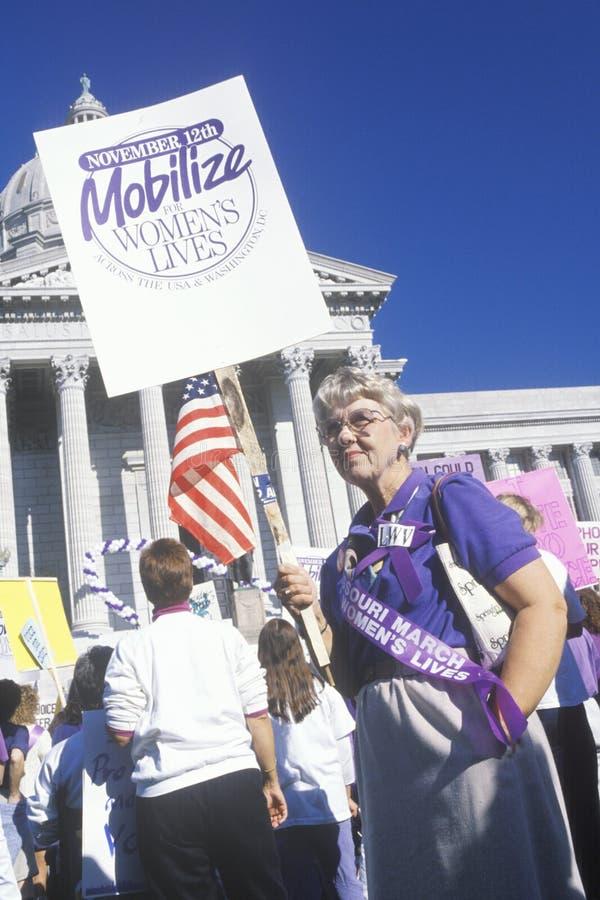 Reunião a favor do aborto na construção do Capitólio do estado, Missouri fotografia de stock