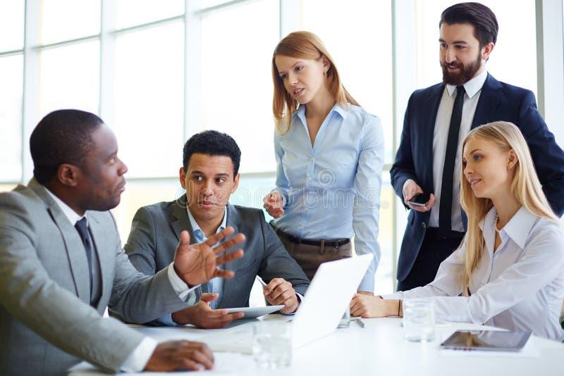 Reunião grande da equipe imagem de stock royalty free