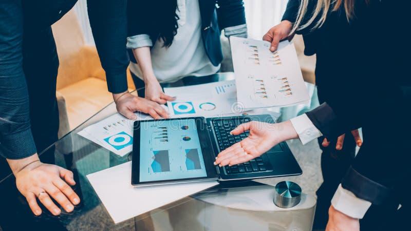 Reunião incorporada dos sócios comerciais do investimento mau imagem de stock