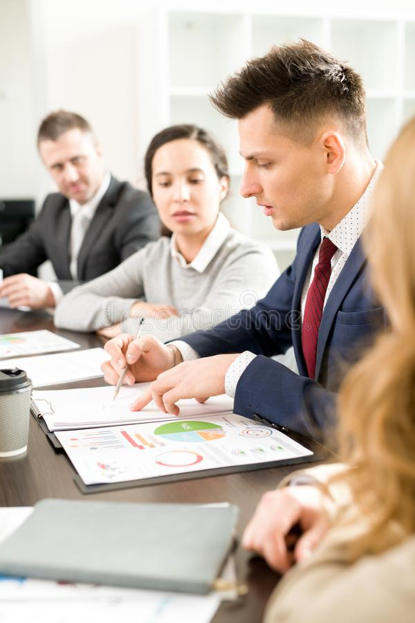 Reunião running do líder de negócio novo fotografia de stock royalty free