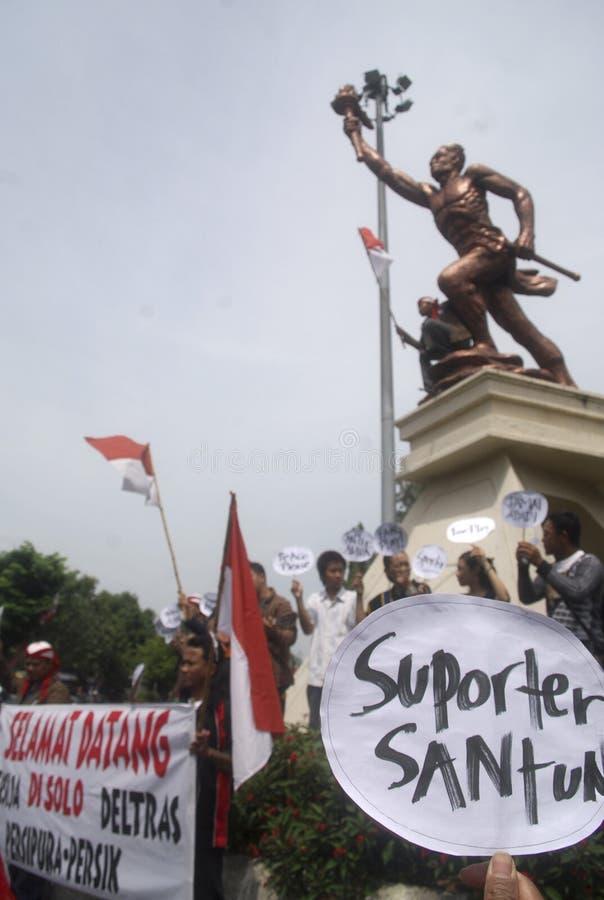 REUNIÓN DE LOS PARTIDARIOS DEL FÚTBOL DE INDONESIA imagen de archivo
