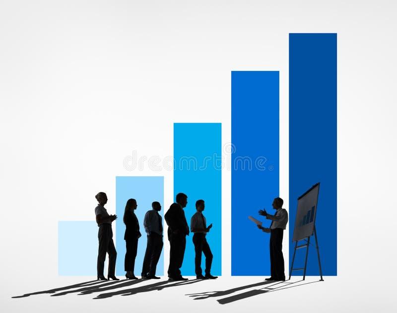 Reunión de negocios con un gráfico azul stock de ilustración