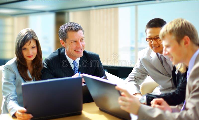 Reunión de negocios - discusión del encargado imagenes de archivo