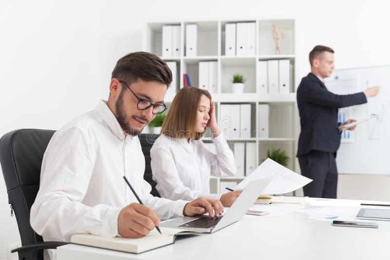 Reunión de negocios en la oficina foto de archivo libre de regalías