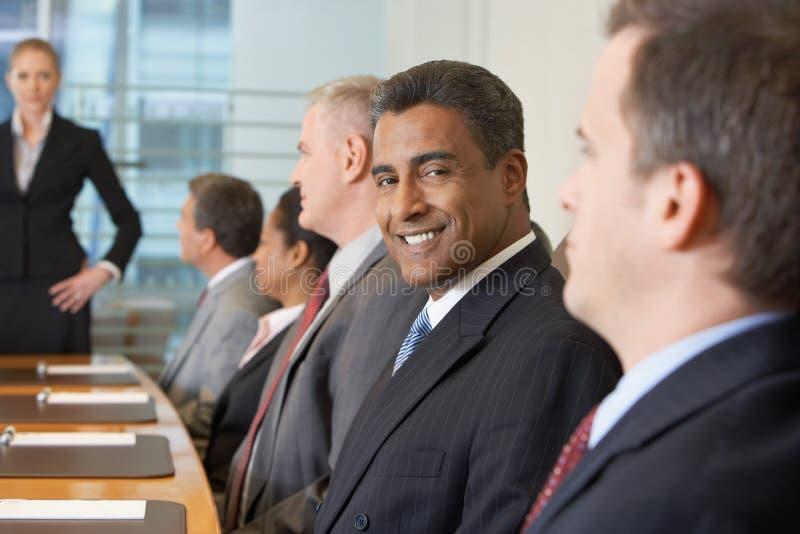 Reunión de negocios en la sala de conferencias imagen de archivo