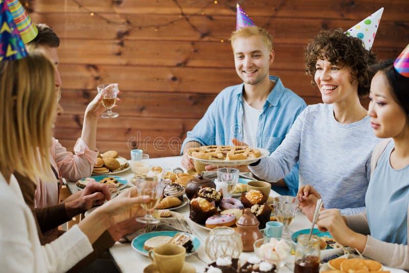 Reunión del cumpleaños foto de archivo