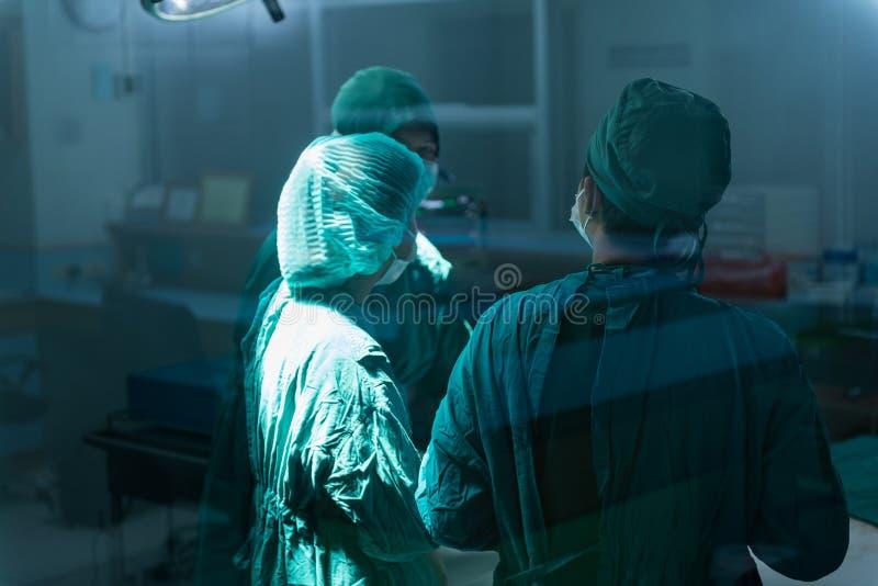 Reunión del equipo de la cirugía fotos de archivo