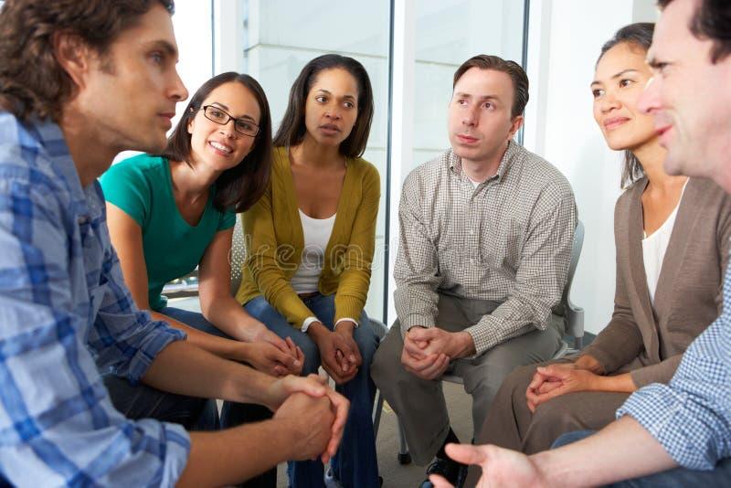 Reunión del grupo de ayuda imagen de archivo libre de regalías