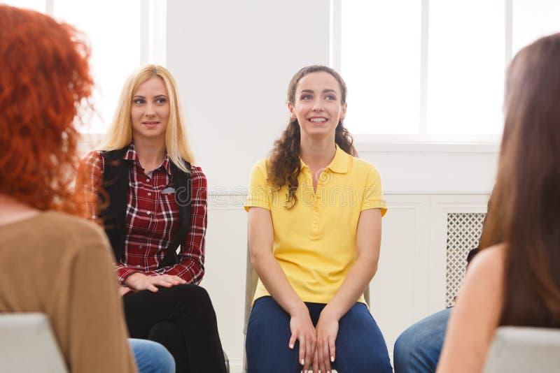 Reunión del grupo de ayuda, sesión de terapia foto de archivo libre de regalías
