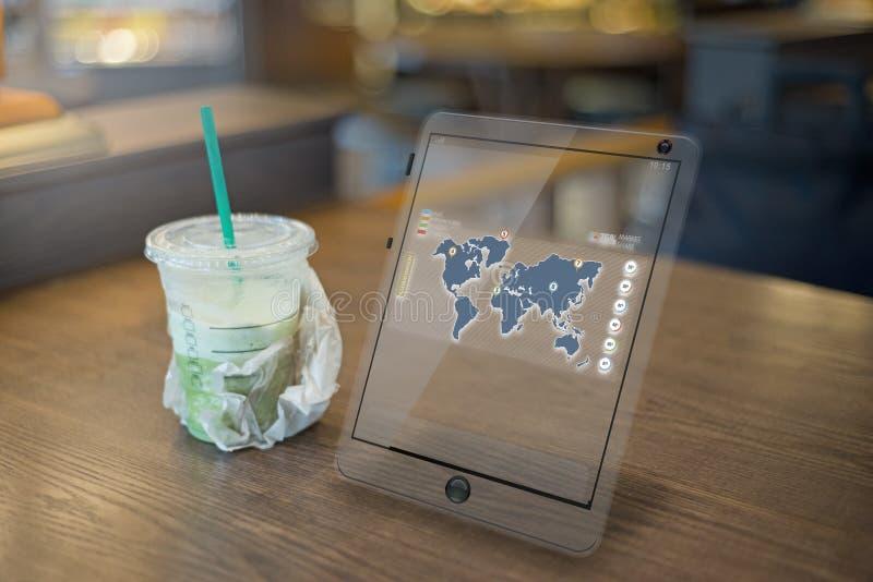 Reunión futurista con la tableta en la tabla imagen de archivo libre de regalías