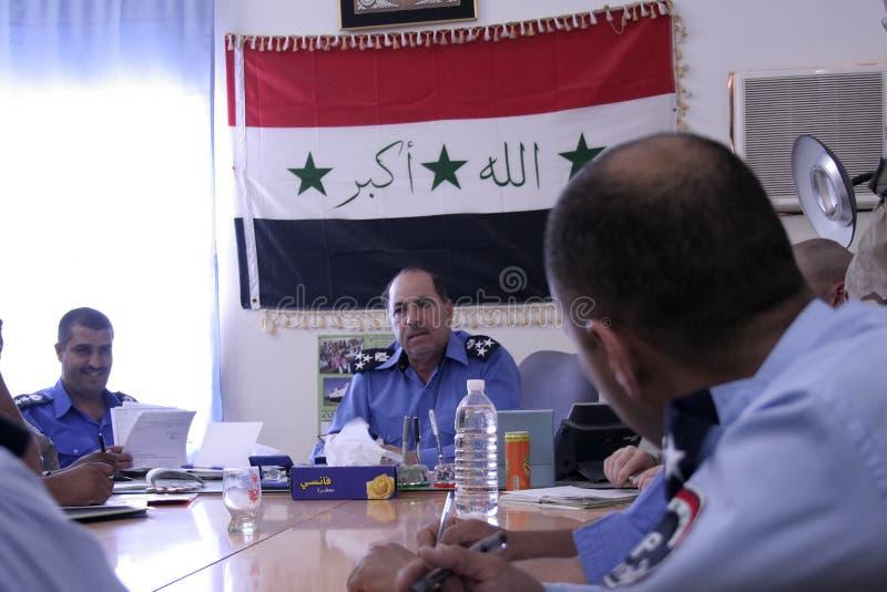 Reunión iraquí de la policía del districto foto de archivo