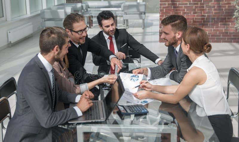 Reunión y planeamiento globales de negocios de Finacial fotos de archivo libres de regalías
