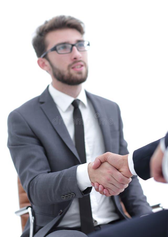 Reuniões bem sucedidas dos homens de negócios no escritório imagens de stock