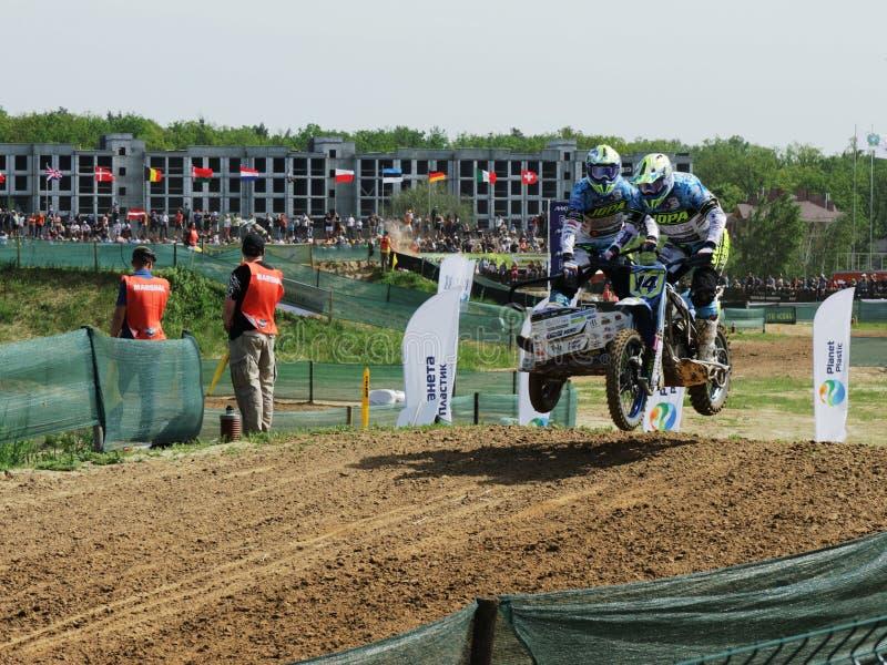 Reuni?n del motocr?s del coche lateral del enduro de Sportbike que compite con la competencia foto de archivo