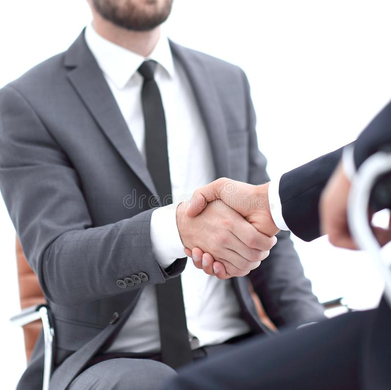 Reuniones acertadas de hombres de negocios en la oficina imagen de archivo