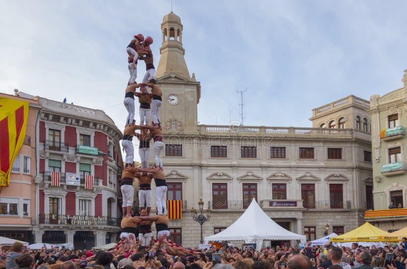 REUS, ESPAÑA - 23 DE ABRIL DE 2017: Funcionamiento de Castells imagenes de archivo