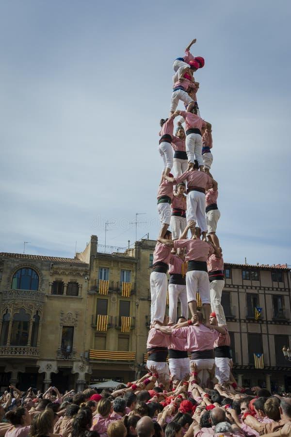 REUS, ESPAGNE - 25 OCTOBRE 2014 : La représentation de Castells, Castell est une tour humaine construite traditionnellement dans  photographie stock