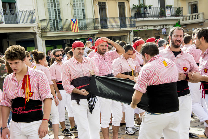 REUS, ESPAGNE - 25 OCTOBRE 2014 : La représentation de Castells, Castell est une tour humaine construite traditionnellement dans  images libres de droits