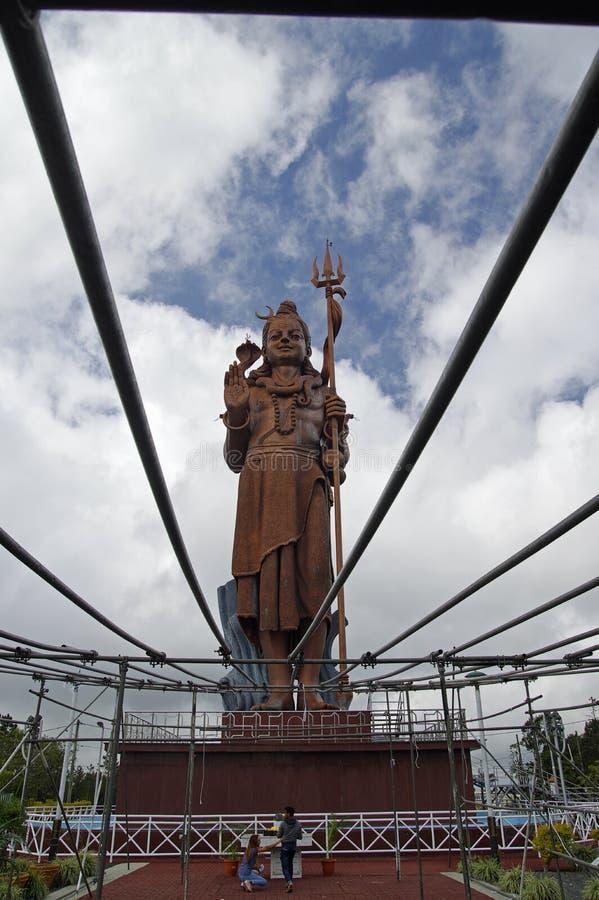 Reus 33 meet Lord Shiva-standbeeld bij de Grote Bassin Hindoese tempel van Ganga Talao, Mauritius stock foto's