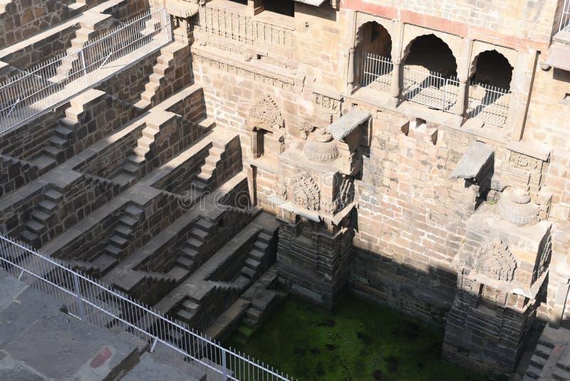 Reus stepwell van abhaneri in Rajasthan, India Het werd gebouwd door Koning Chanda van de Nikumbha-Dynastie tussen 800 - 900AD stock foto