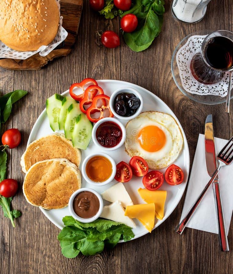 Reusachtig gezond ontbijt stock foto