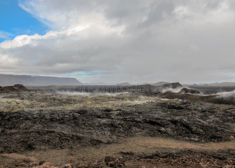 Reusachtig nog stomend lavagebied bij het vulkanische gebied van Krafla, Myvatn-meergebied, Noordelijk IJsland, Europa royalty-vrije stock afbeeldingen