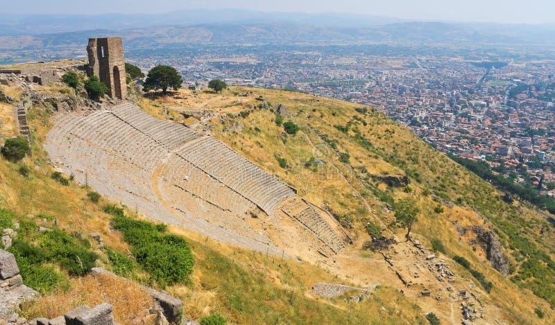 Reusachtig oud roman theater stock afbeeldingen