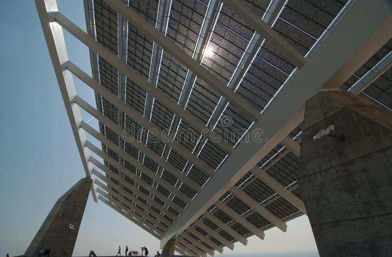 Reusachtig zonnepaneel stock foto