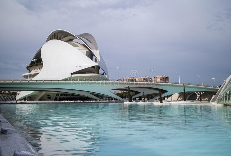 Reusachtige gebouwen in Stad van Kunst en Wetenschapsmuseum stock afbeelding