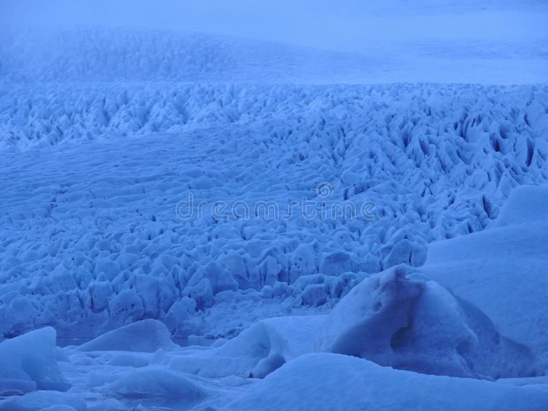 Reusachtige gletsjer in IJsland royalty-vrije stock fotografie