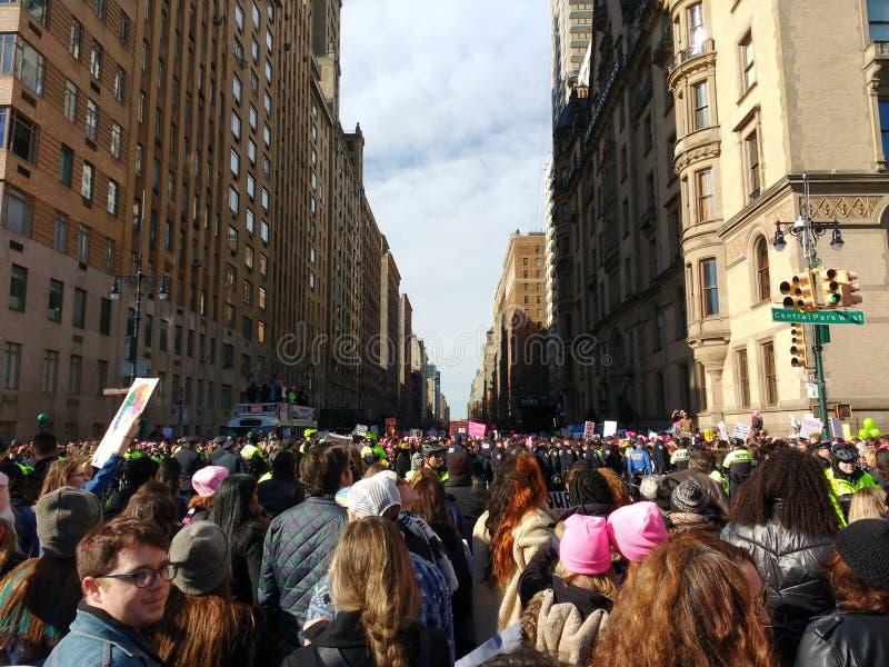 Reusachtige Menigte, het Central Parkwesten, Vrouwen ` s Maart, NYC, NY, de V.S. royalty-vrije stock foto's