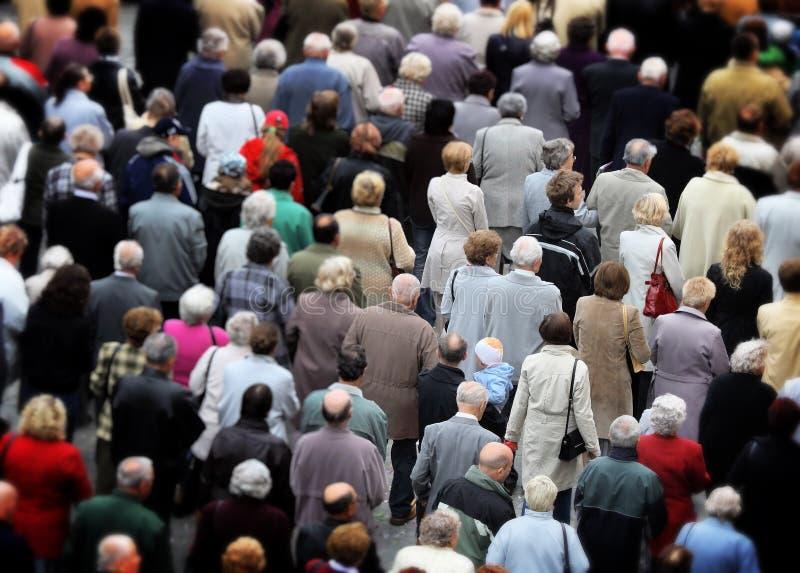 Reusachtige menigte van mensen stock fotografie